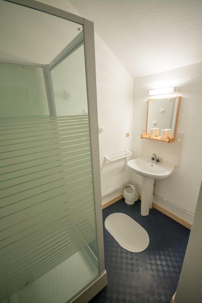 salle d'eau étage (4 marches)